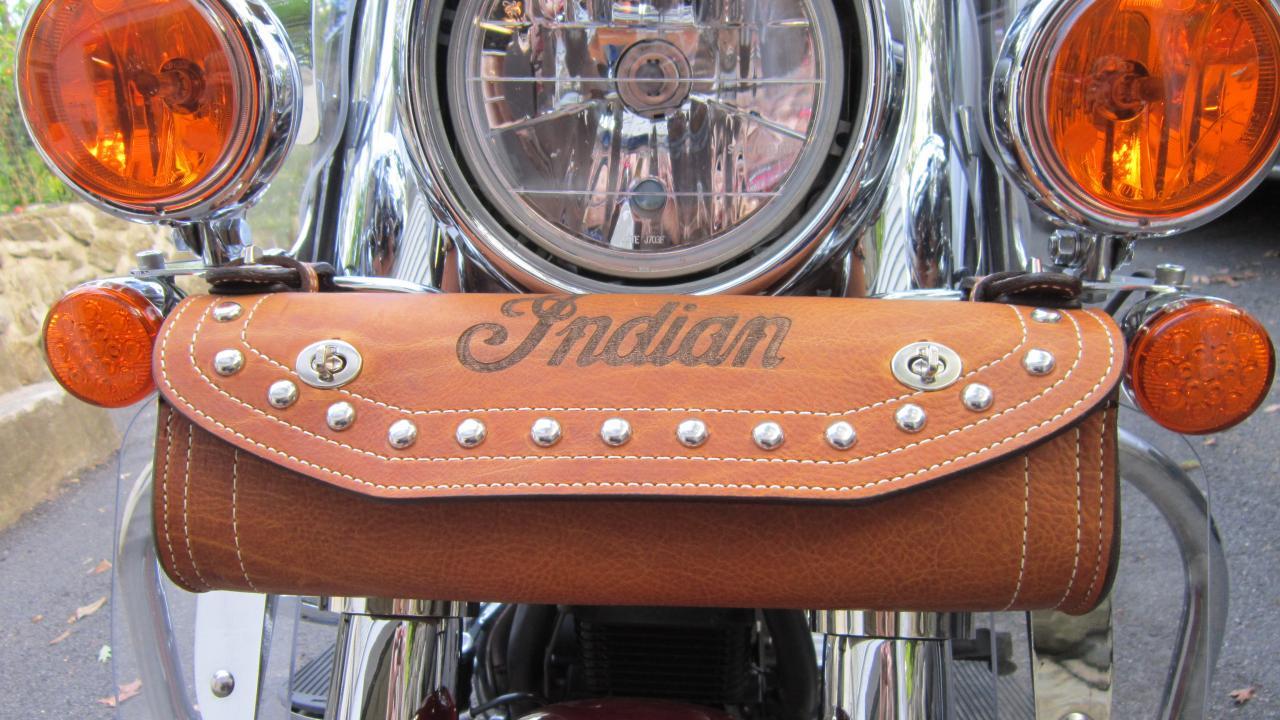 Indian Motorcycle Vintage >> Windshield Toolbag Option